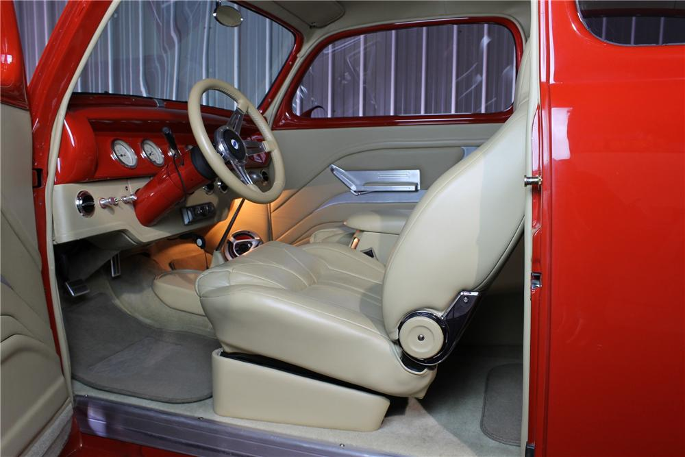 1942 FORD CUSTOM SEDAN - Interior - 177511