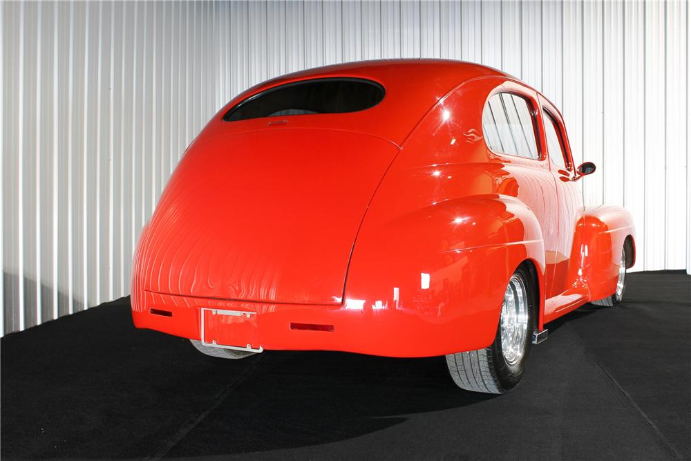 1942 FORD CUSTOM SEDAN - Rear 3/4 - 177511