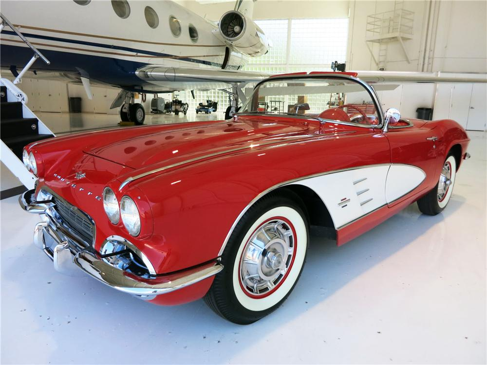 1961 CHEVROLET CORVETTE CONVERTIBLE - Front 3/4 - 177523