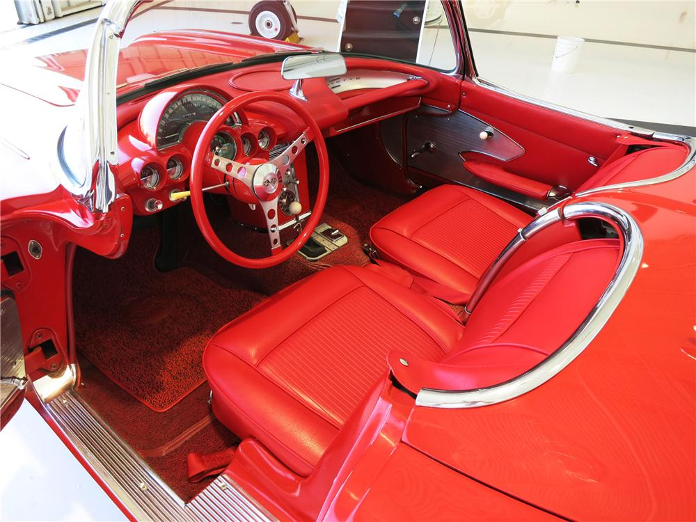 1961 CHEVROLET CORVETTE CONVERTIBLE - Interior - 177523