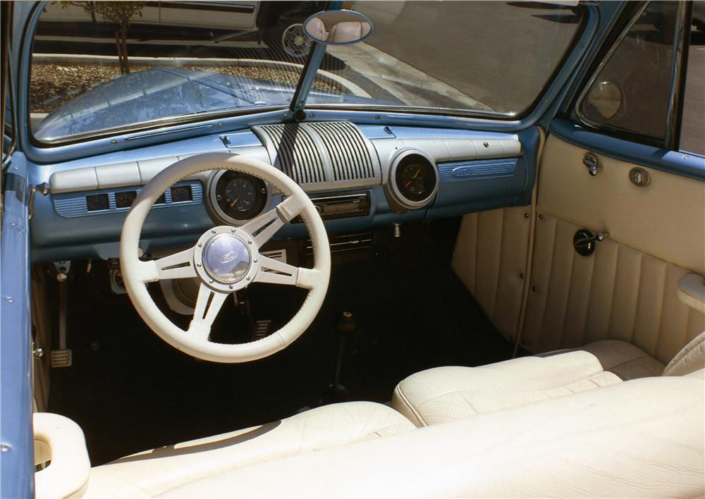 1946 FORD DELUXE CUSTOM CONVERTIBLE - Interior - 177542