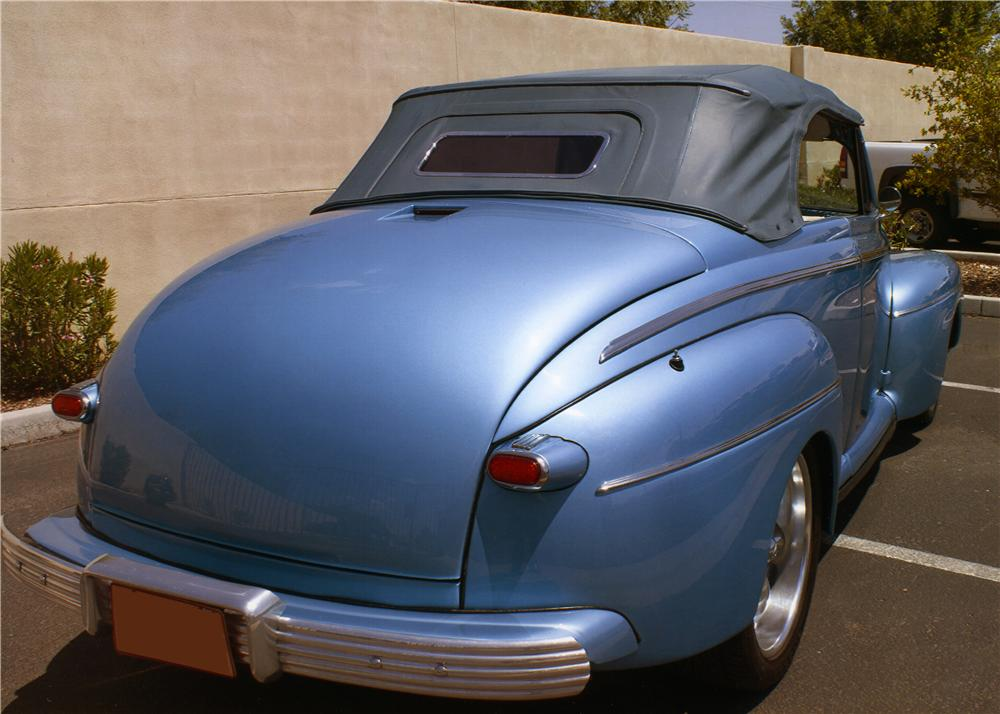1946 FORD DELUXE CUSTOM CONVERTIBLE - Rear 3/4 - 177542