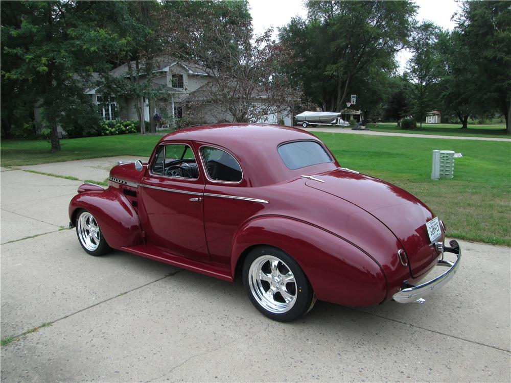 1940 CHEVROLET MASTER DELUXE CUSTOM 2 DOOR COUPE - Rear 3/4 - 177550