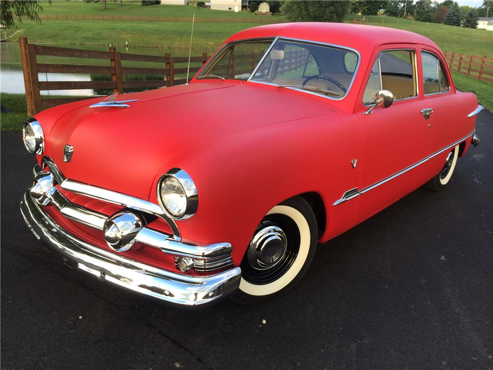 1951 FORD CUSTOM 2 DOOR SEDAN - Front 3/4 - 177616