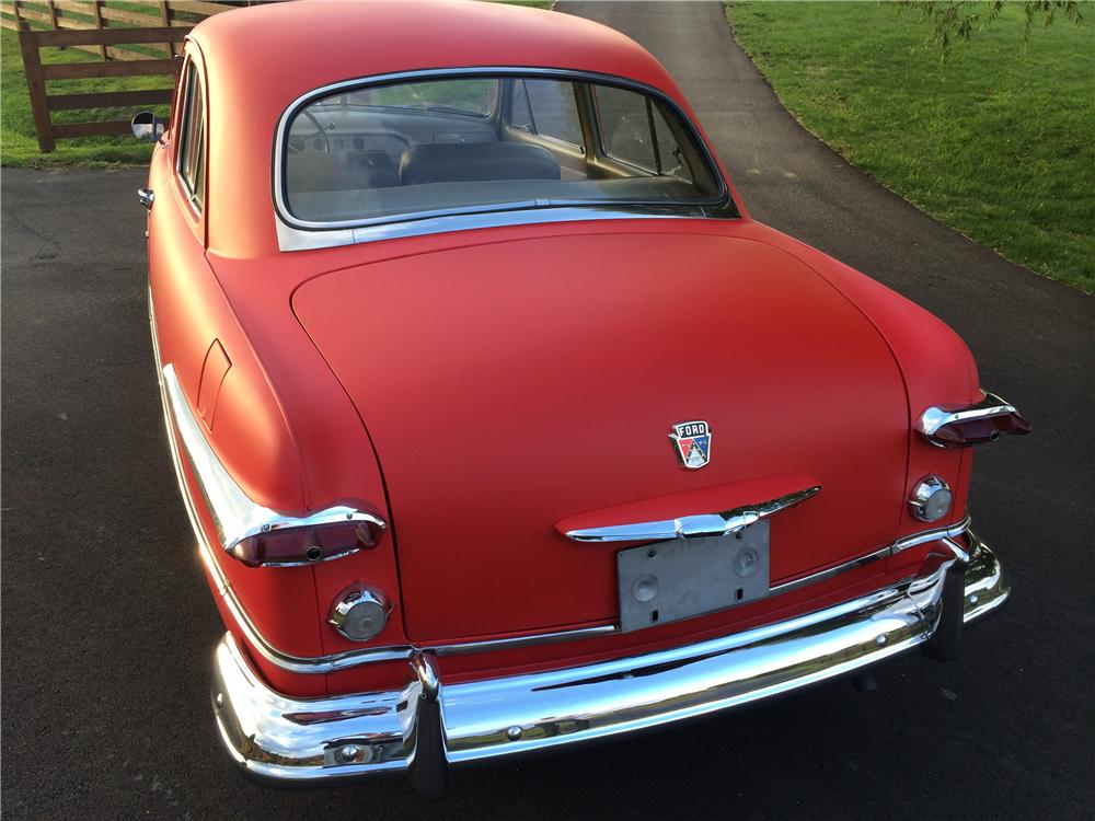 1951 FORD CUSTOM 2 DOOR SEDAN - Rear 3/4 - 177616