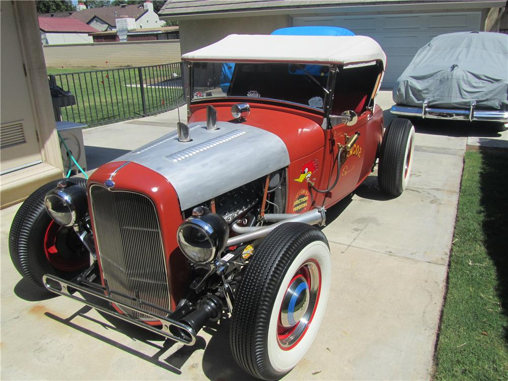 1932 FORD CUSTOM ROADSTER - Front 3/4 - 177620