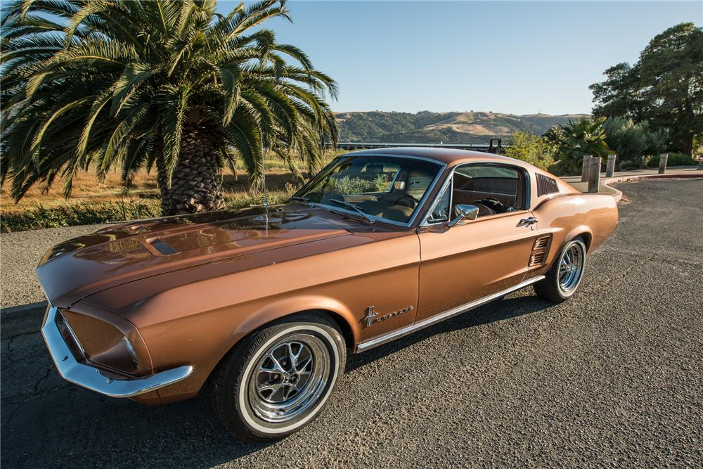 1967 FORD MUSTANG FASTBACK - Front 3/4 - 177680