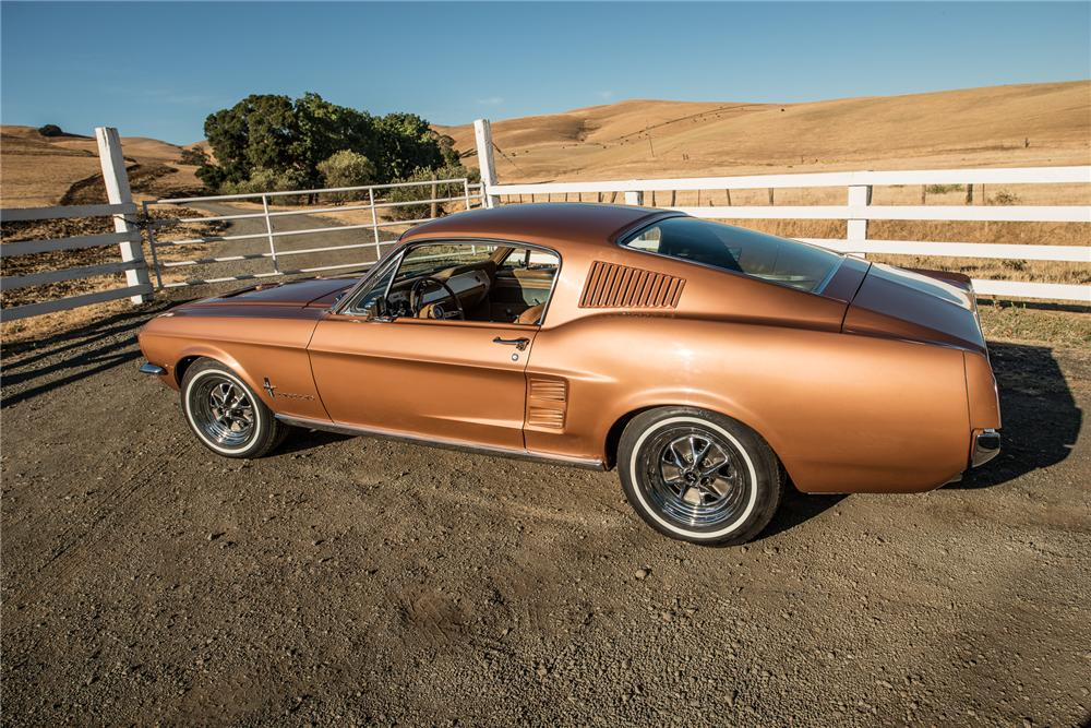 1967 FORD MUSTANG FASTBACK - Rear 3/4 - 177680