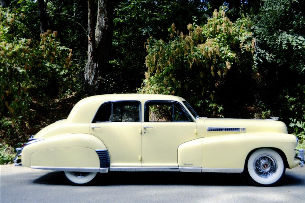 1941 CADILLAC FLEETWOOD 4 DOOR SEDAN - Side Profile - 177692