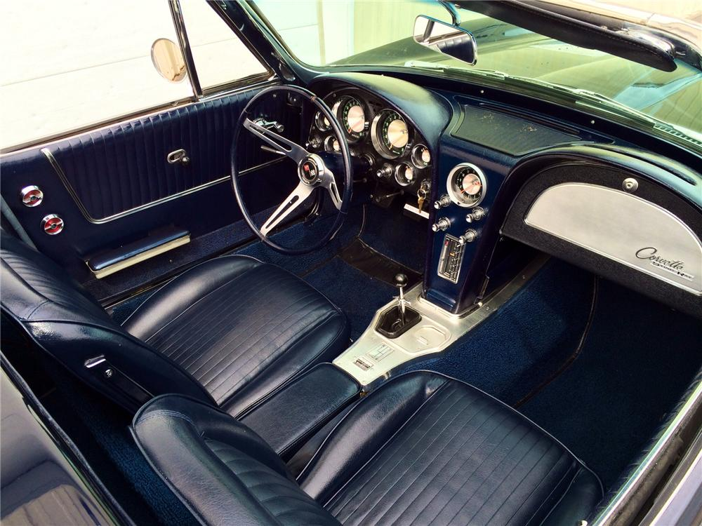 1963 CHEVROLET CORVETTE CONVERTIBLE - Interior - 177694