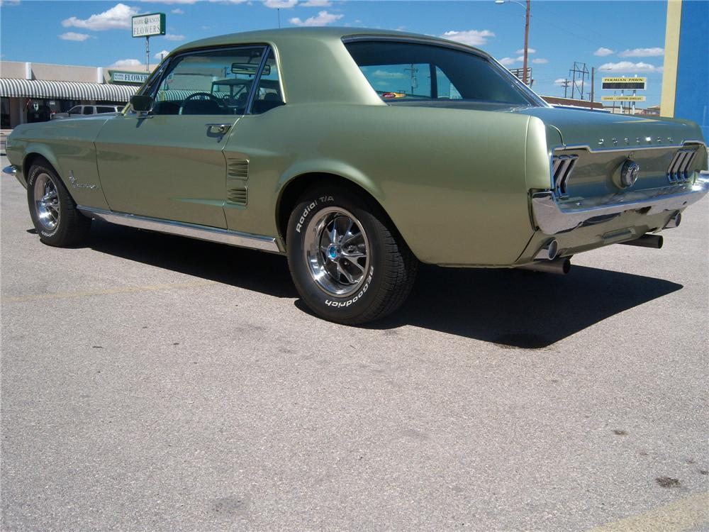 1967 FORD MUSTANG CUSTOM 2 DOOR HARDTOP - Rear 3/4 - 177697