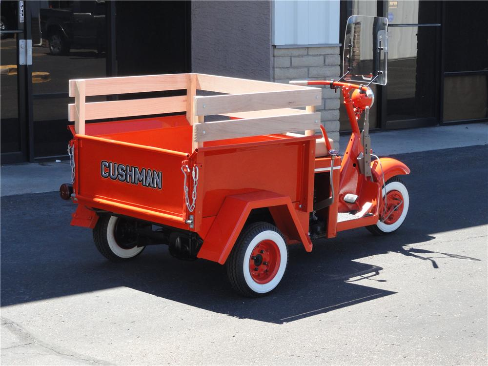 1959 CUSHMAN TRUCKSTER SCOOTER - Rear 3/4 - 178042