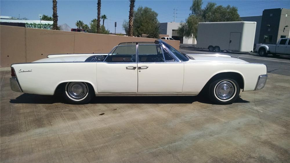 1961 LINCOLN CONTINENTAL CONVERTIBLE - Front 3/4 - 178097