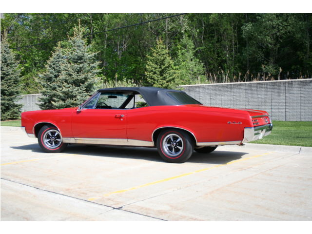 1967 PONTIAC GTO CONVERTIBLE - Rear 3/4 - 178487