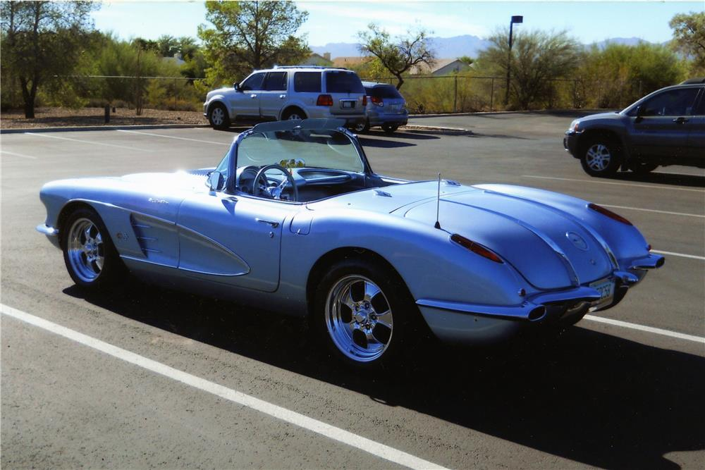 1958 CHEVROLET CORVETTE CUSTOM CONVERTIBLE - Rear 3/4 - 178522