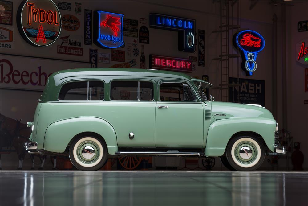 1952 CHEVROLET SUBURBAN STATION WAGON - Side Profile - 178538
