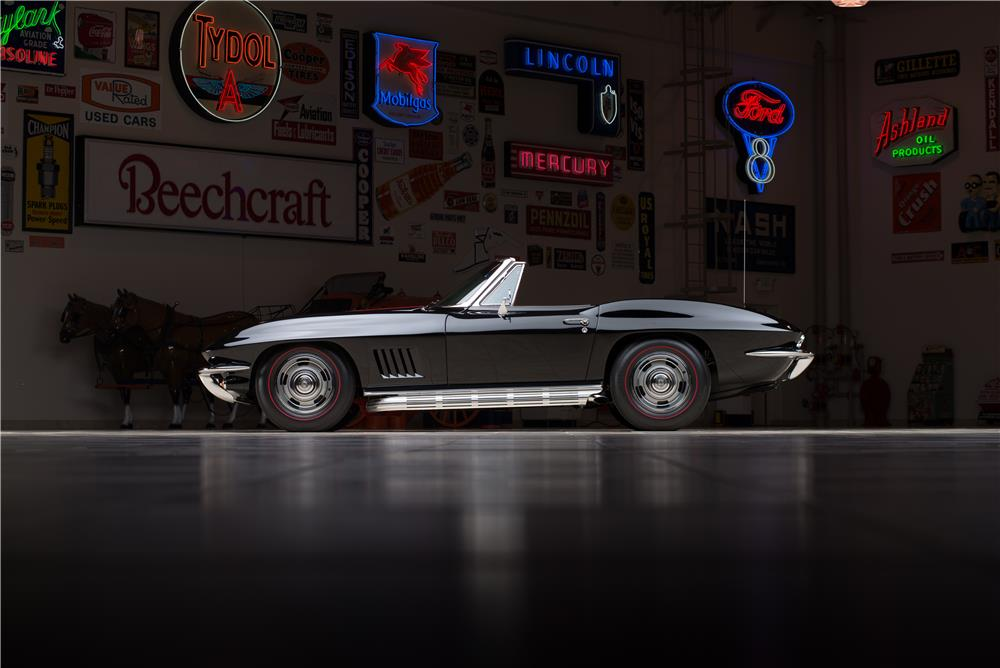 1967 CHEVROLET CORVETTE CONVERTIBLE - Side Profile - 178569