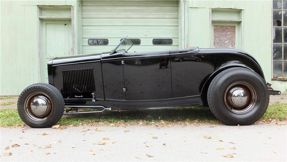 1932 FORD HI-BOY CUSTOM ROADSTER - Side Profile - 178715