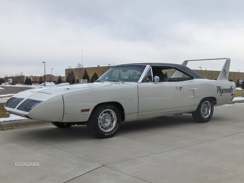 1970 PLYMOUTH HEMI SUPERBIRD - Front 3/4 - 179901