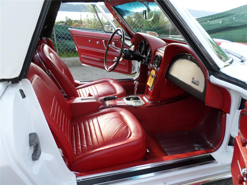 1967 CHEVROLET CORVETTE CONVERTIBLE - Interior - 180002