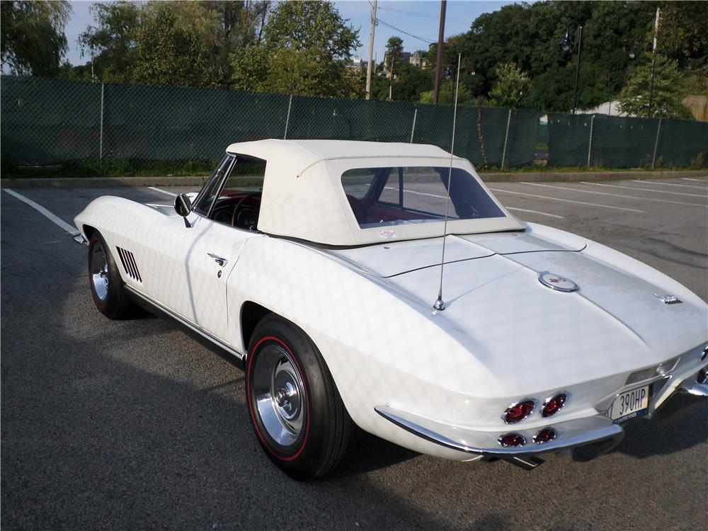 1967 CHEVROLET CORVETTE CONVERTIBLE - Rear 3/4 - 180002