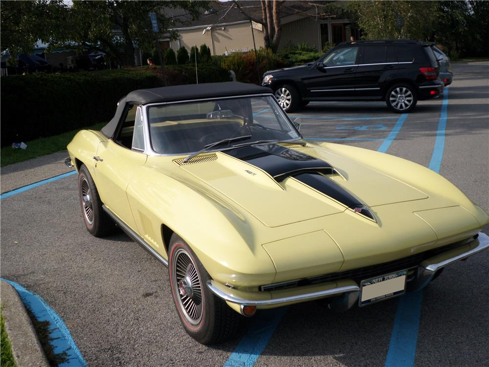 1967 CHEVROLET CORVETTE CONVERTIBLE - Front 3/4 - 180006