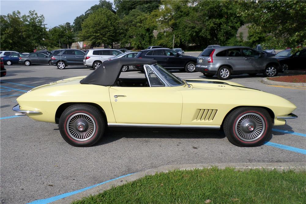 1967 CHEVROLET CORVETTE CONVERTIBLE - Side Profile - 180006