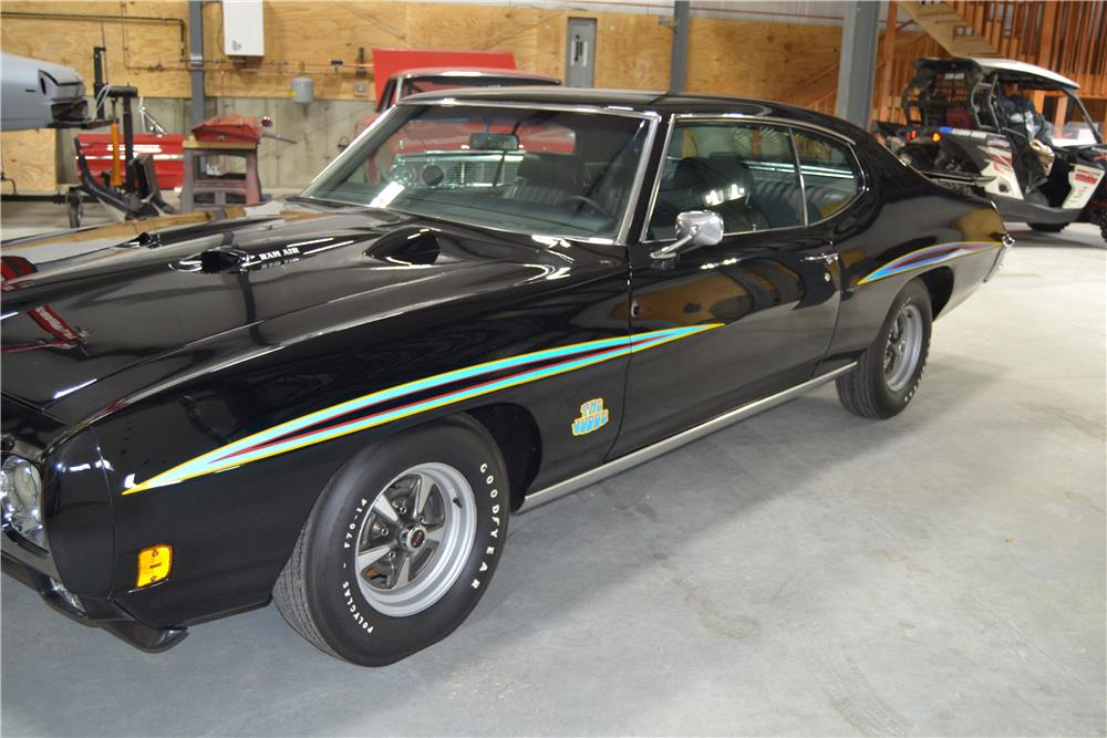 1970 PONTIAC GTO JUDGE - Front 3/4 - 180009