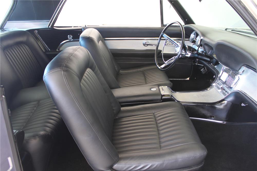 1961 FORD THUNDERBIRD CUSTOM COUPE - Interior - 180024