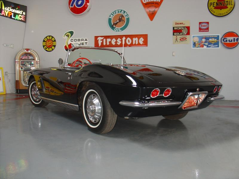 1962 CHEVROLET CORVETTE CONVERTIBLE - Rear 3/4 - 180184