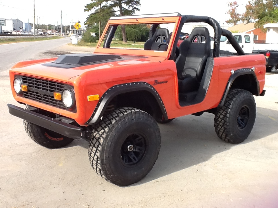 1973 FORD BRONCO CUSTOM SUV - Front 3/4 - 180349