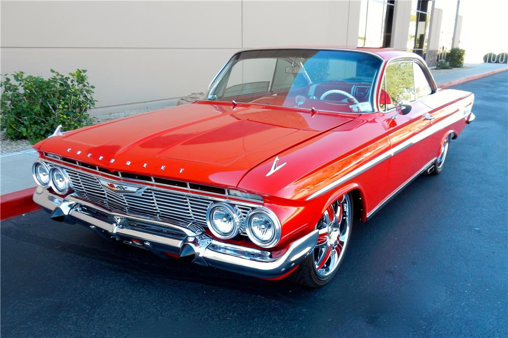 1961 CHEVROLET IMPALA BUBBLE-TOP CUSTOM - Front 3/4 - 180401