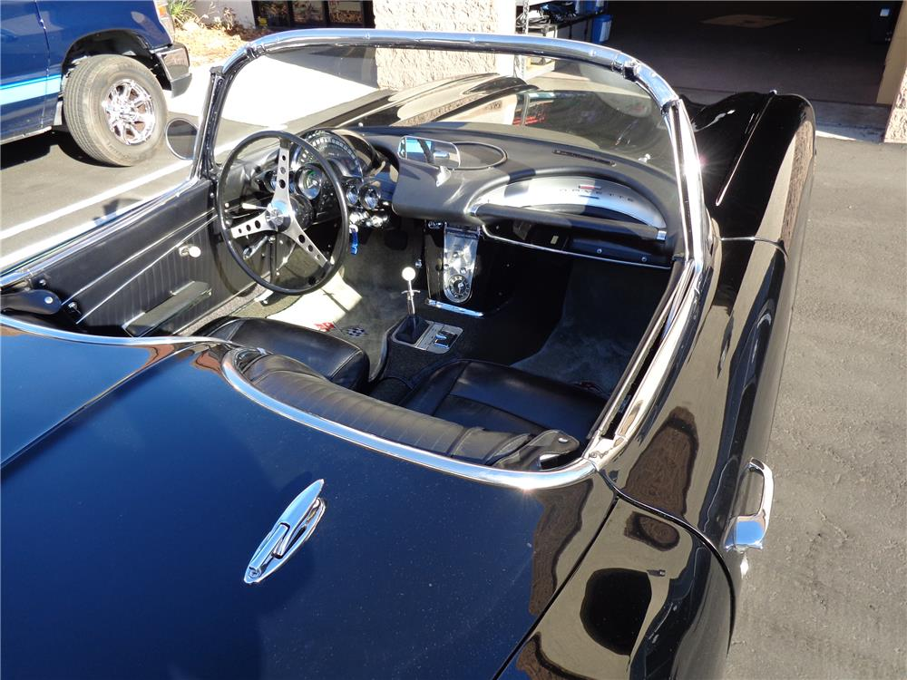 1962 CHEVROLET CORVETTE CONVERTIBLE - Interior - 180417