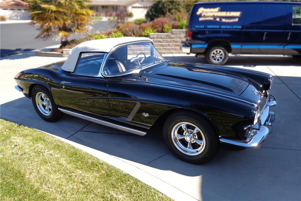 1962 CHEVROLET CORVETTE CONVERTIBLE - Side Profile - 180417