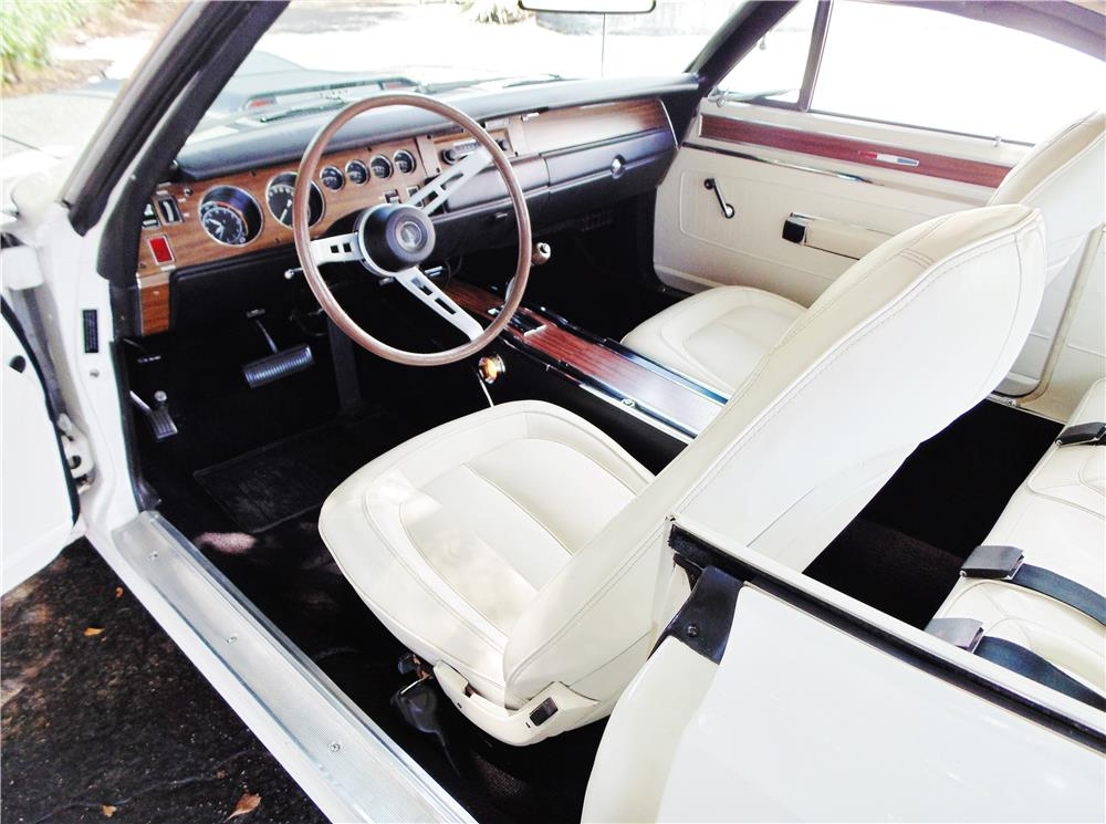 1970 PLYMOUTH GTX - Interior - 180605