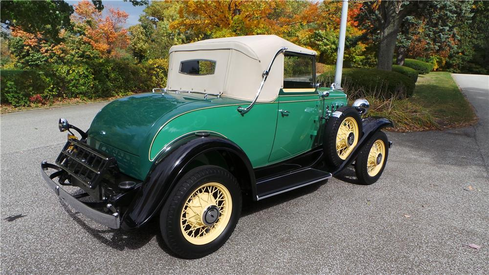 1932 CHEVROLET CONVERTIBLE CABRIOLET - Rear 3/4 - 180609