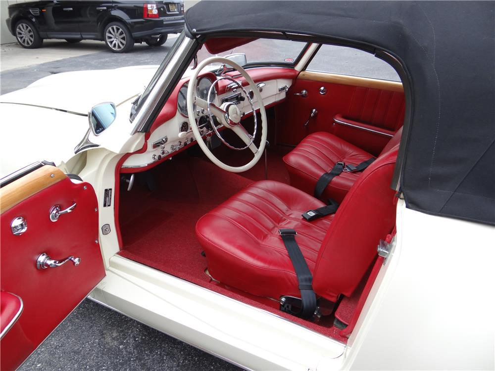 1961 MERCEDES-BENZ 190SL CONVERTIBLE - Interior - 180637