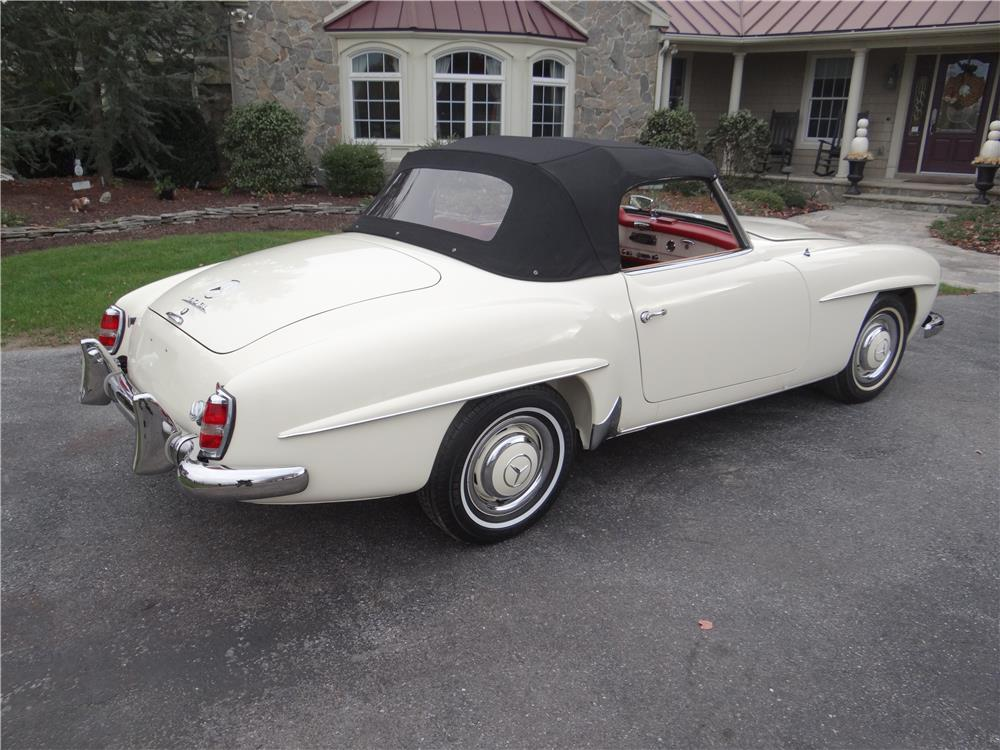 1961 MERCEDES-BENZ 190SL CONVERTIBLE - Rear 3/4 - 180637