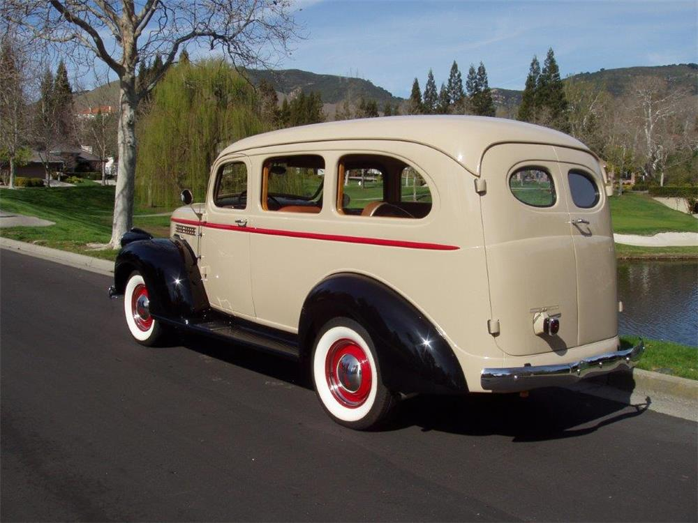 1941 CHEVROLET CARRYALL SUBURBAN - Rear 3/4 - 180644