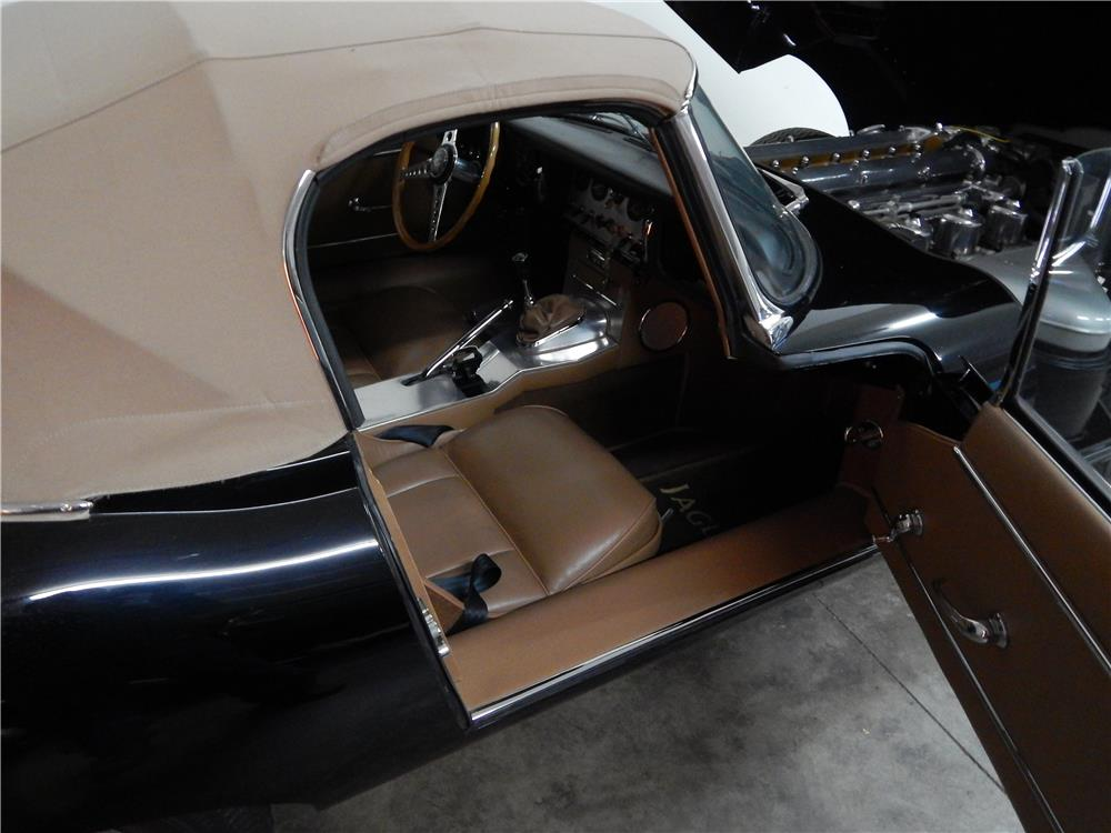 1964 JAGUAR XKE ROADSTER - Interior - 180650