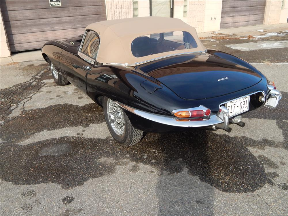 1964 JAGUAR XKE ROADSTER - Rear 3/4 - 180650