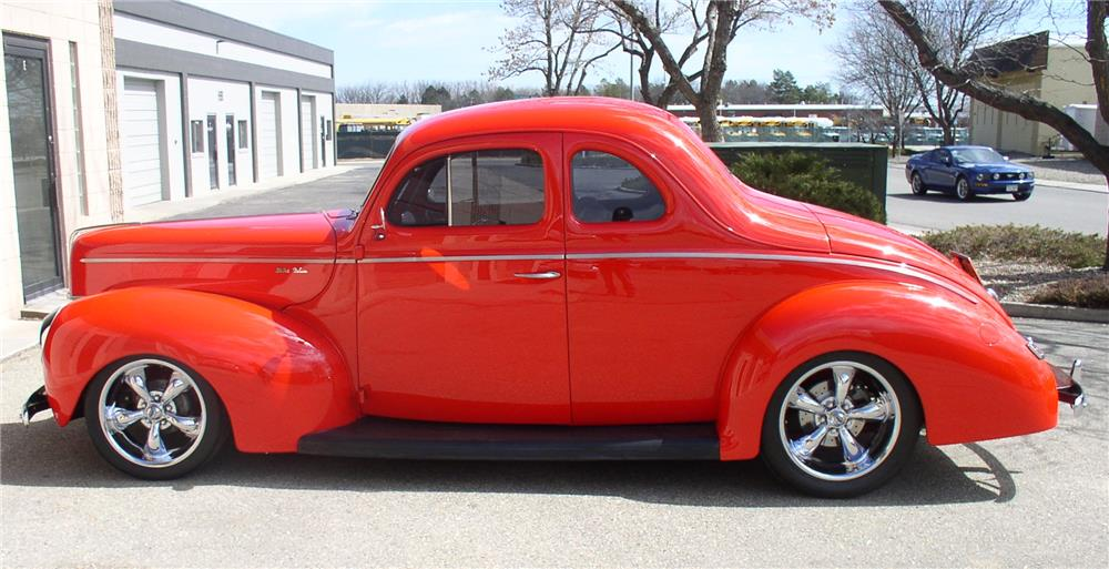 1940 FORD CUSTOM COUPE - Side Profile - 180652