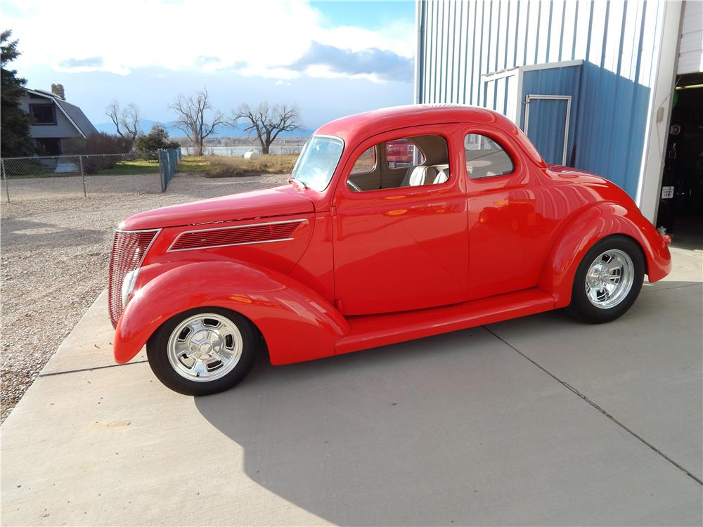 1937 FORD 5 WINDOW COUPE CUSTOM - Front 3/4 - 180653