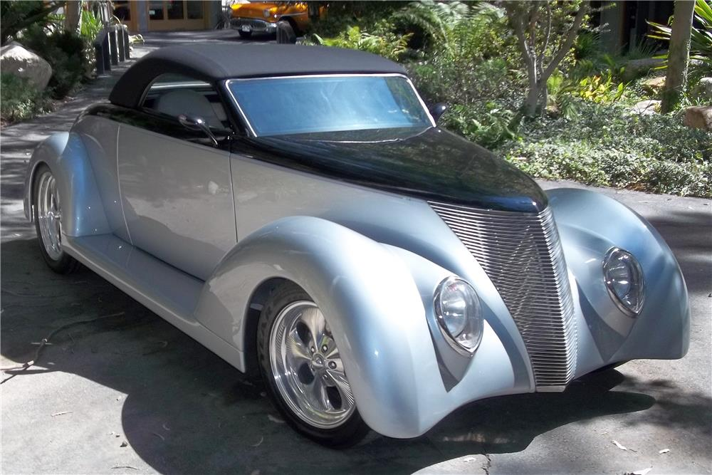 1937 FORD CUSTOM ROADSTER CONVERTIBLE - Front 3/4 - 180717