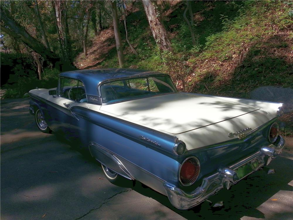 1959 FORD GALAXIE SUNLINER RETRACTABLE HARDTOP - Rear 3/4 - 180729