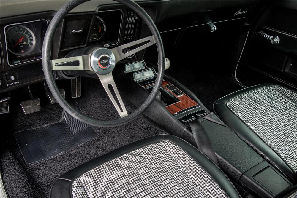 1969 CHEVROLET CAMARO RS - Interior - 180759