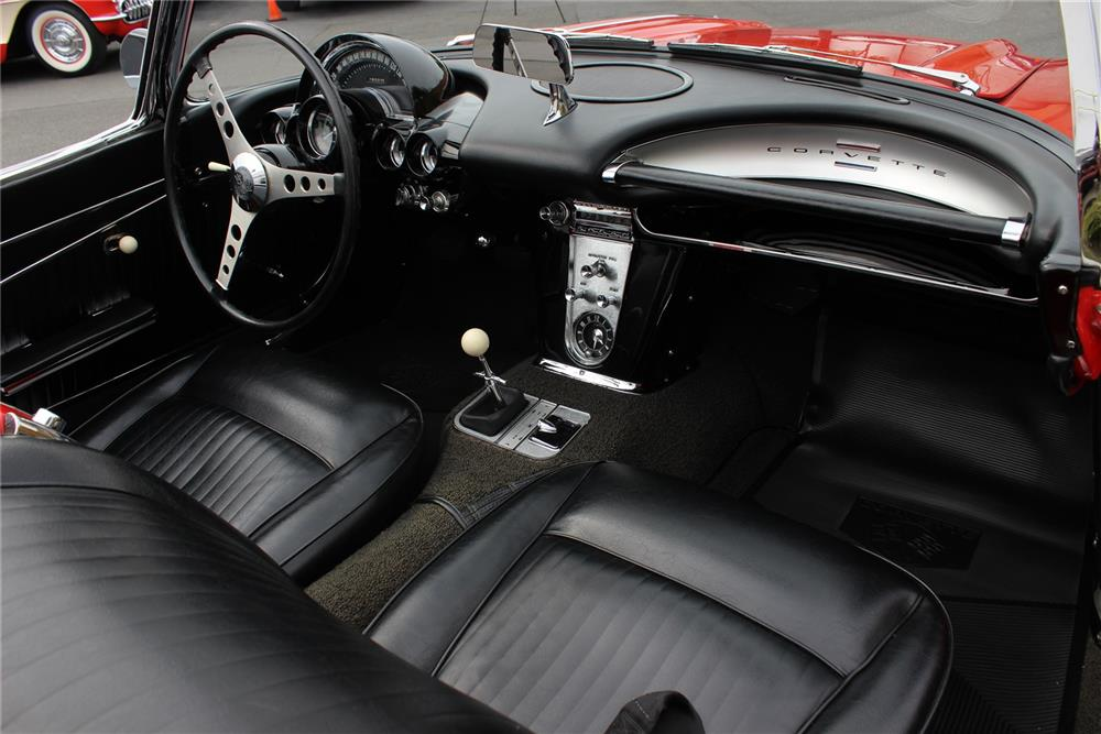 1962 CHEVROLET CORVETTE CONVERTIBLE - Interior - 180852