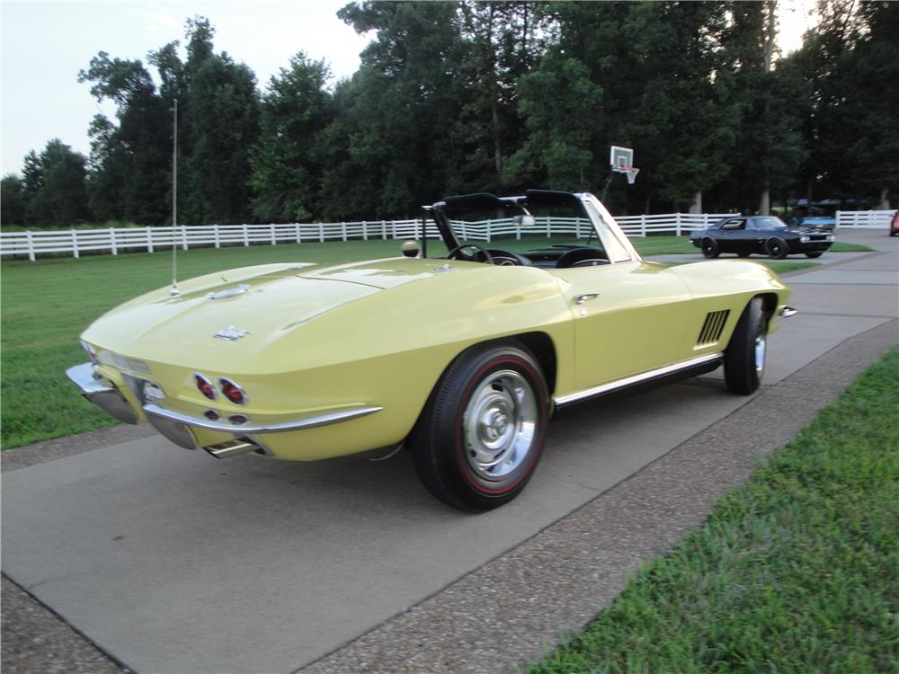 1967 CHEVROLET CORVETTE CONVERTIBLE - Rear 3/4 - 180873