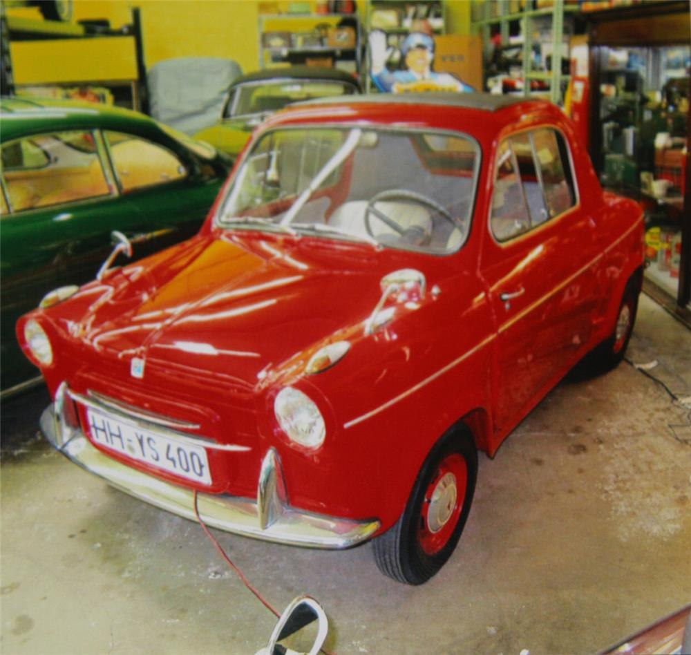 1961 VESPA 400 2 DOOR COUPE - Front 3/4 - 180913