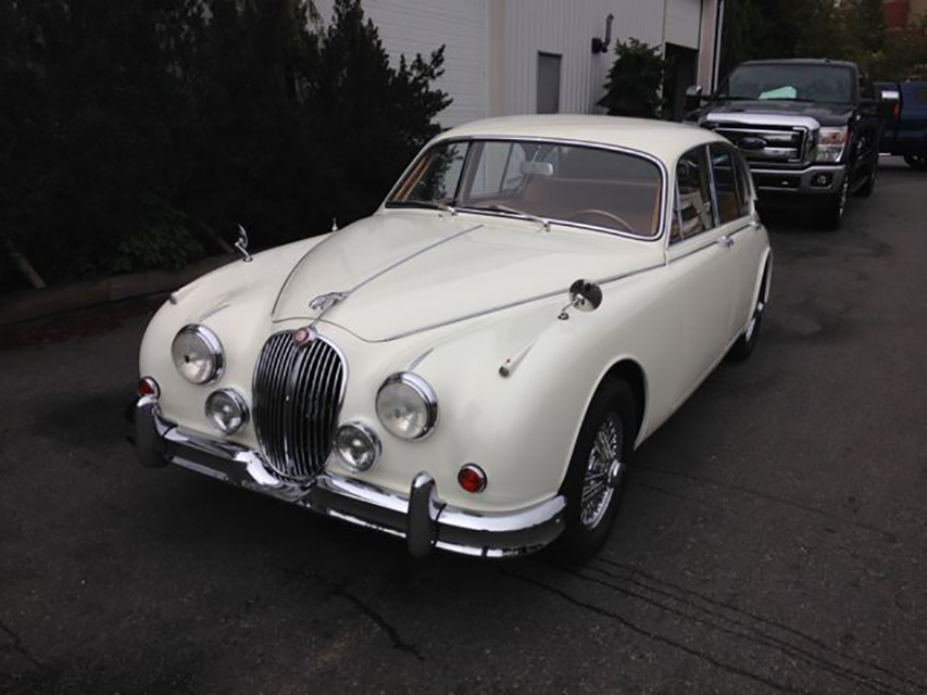 1963 JAGUAR MARK II SEDAN - Front 3/4 - 180926
